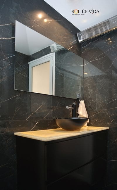 עיצוב מקלחת בשחור